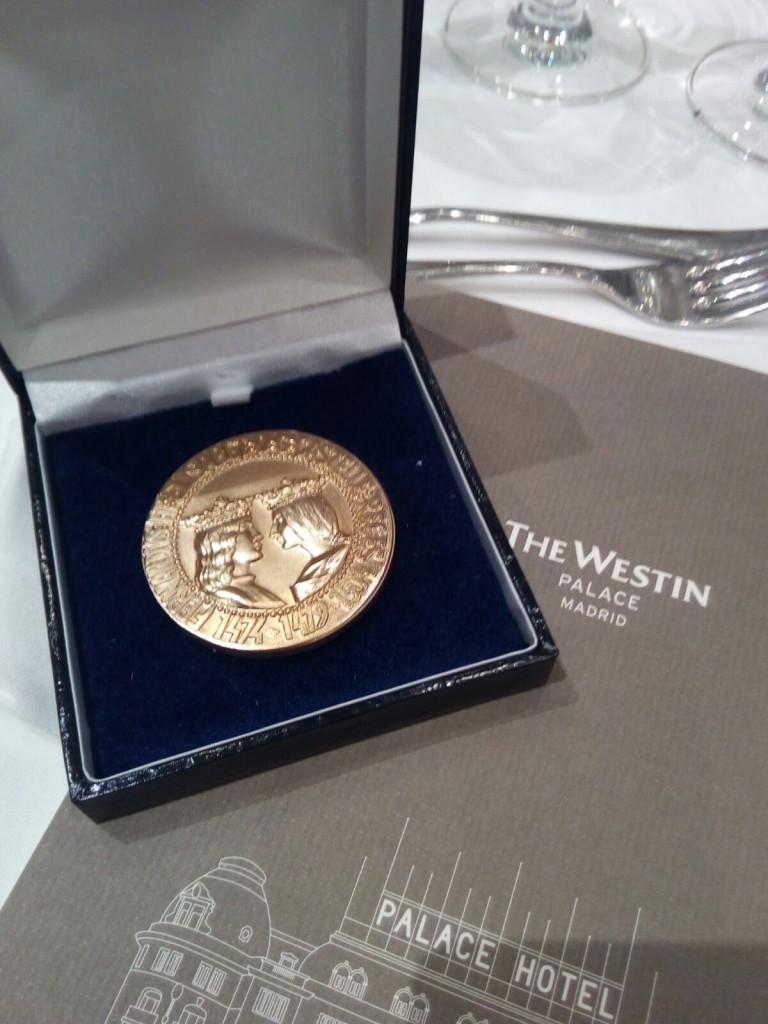 Medalla de Oro al merito profesional Foro Europa 2001
